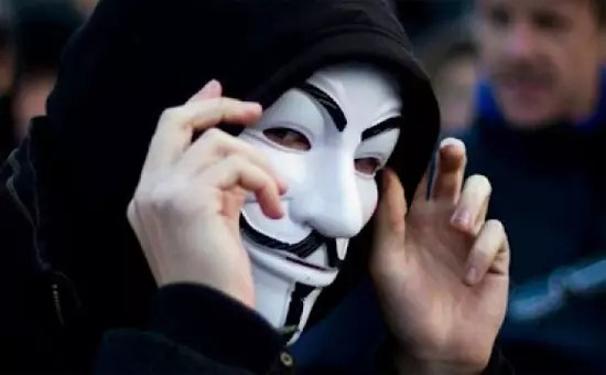 Hλεκτρονικός «πόλεμος» εν όψει της επίσκεψης Μέρκελ