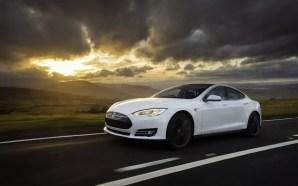 Δείτε ένα Tesla να οδηγάει και να παρκάρει μόνο του…