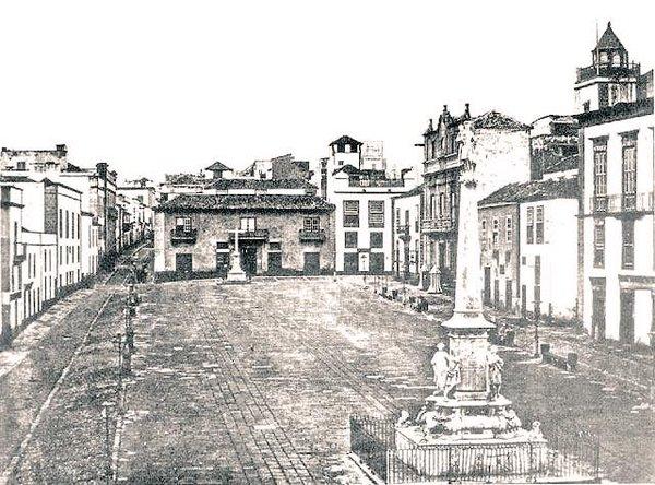 Plaza de La Candelaria, Calle Castillo a la izquierda. Santa Cruz de Tenerife. Año 1860/63