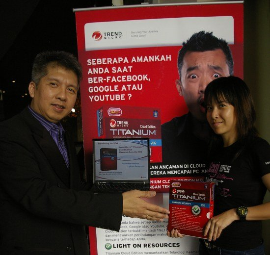 TM02 Trend Micro Titanium Cloud Edition Maximum Security 2012: Solusi Keamanan Berbasis Awan tablet pc software komputer liputan komputer aplikasi android aksesoris komputer komputer acara lokal 