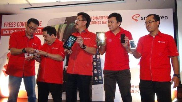 sf launch Smartfren Luncurkan new andro max tab 7.0, andro max i & Modem Wi Fi Pertama di Indonesia tablet pc smartphone mobile gadget liputan komputer aksesoris komputer komputer acara lokal