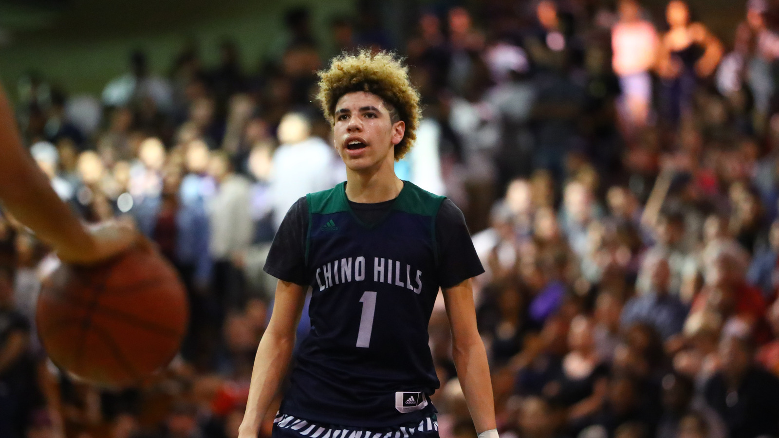 Volleyball Wallpaper Iphone Mocking 15 Year Old Lamelo Ball Is Taking Things A Bit Too