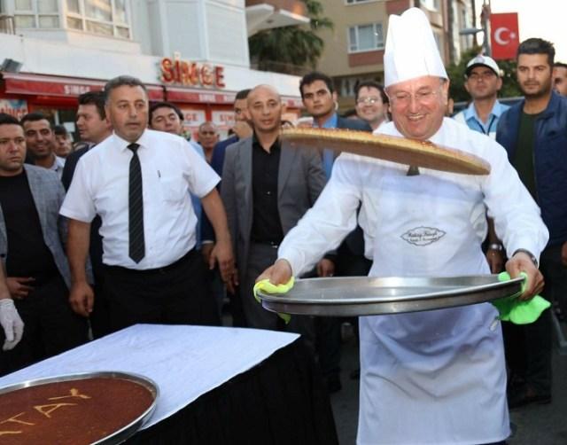 """Hatay Büyükşehir Belediye Başkanı Doç. Dr. Lütfü Savaş: """"Hatay'ın yerel lezzetlerini dünya markası yapmak, bölgeye dönük gurme turizminin önünü daha da açacaktır."""""""