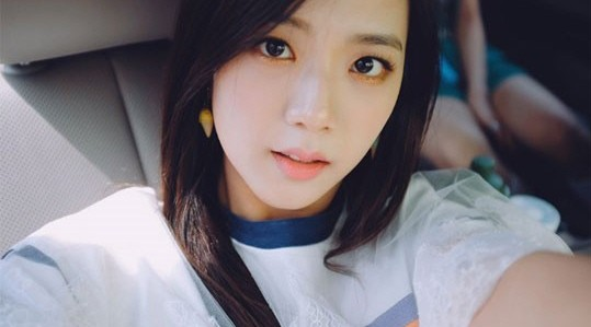 Chinese Cute Girl Hd Wallpaper Yg Life Blackpink S Jisoo Shows Off Her Innocence With