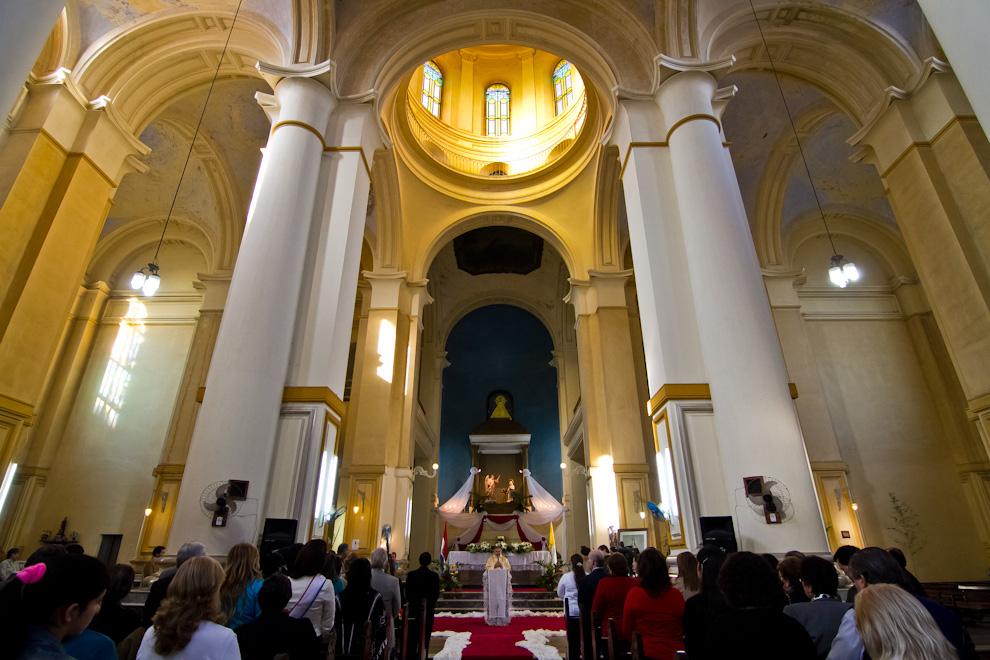 A tempranas horas de la mañana del lunes 15 de Agosto fue realizada una misa en la imponente iglesia de Nuestra Señora de la Encarnación, con la presencia de diversas autoridades. (Tetsu Espósito)