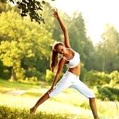yoganostress villa pamphili donna-di-yoga-su-sfondo-verde-parco - Copia - Copia