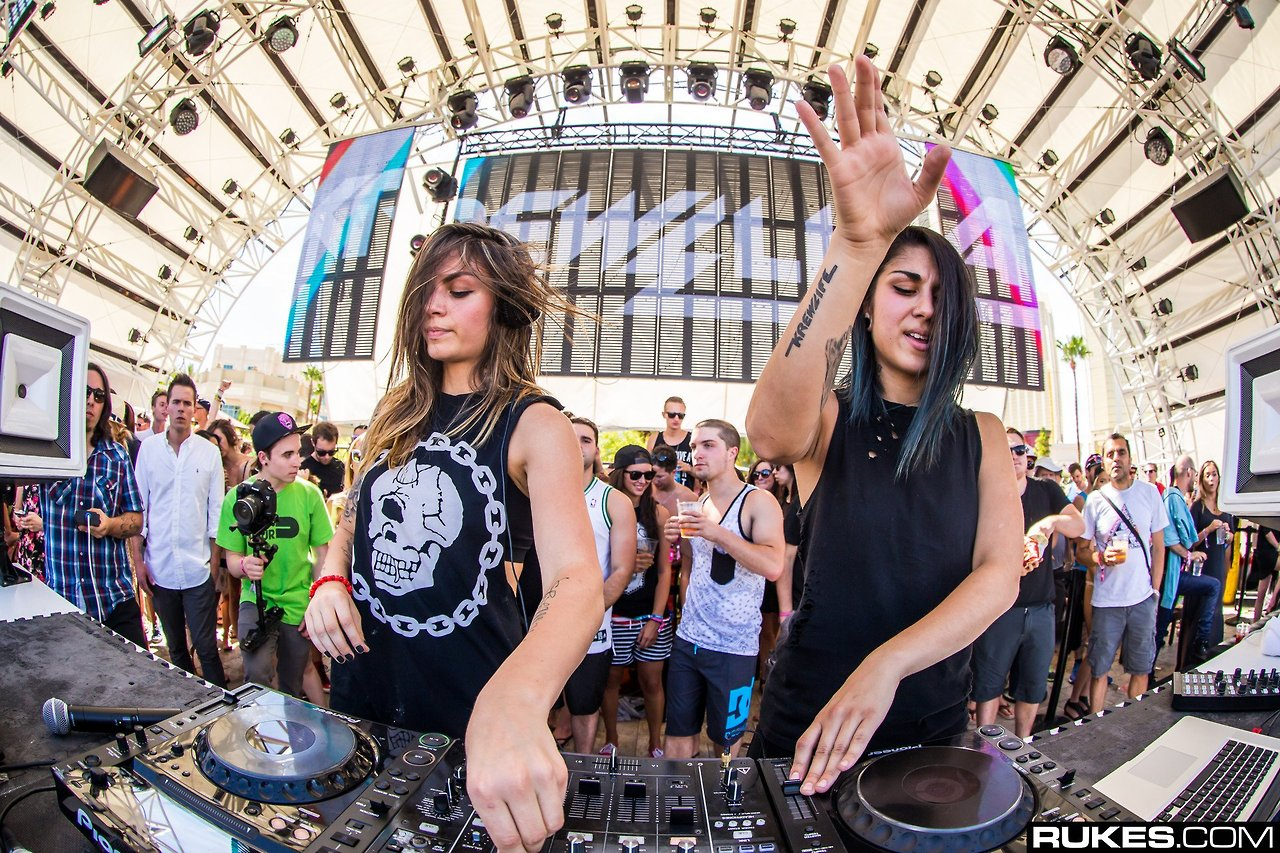 Edm Girl Wallpaper Krewella S Ultra Music Festival Surprise Leaked Via