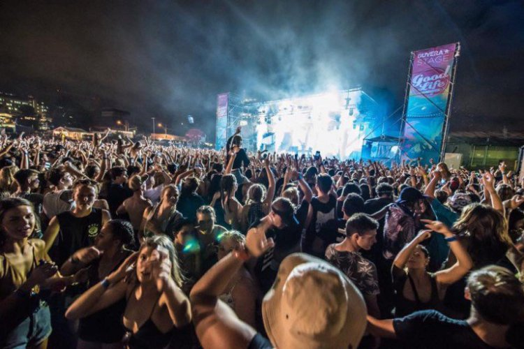 Regular Girl Wallpapers Ghost Spotted At Massive Edm Festival Photos Your Edm