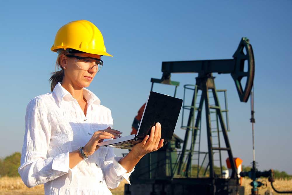 What does a Petroleum Engineer do and How to become One - petroleum engineer job description