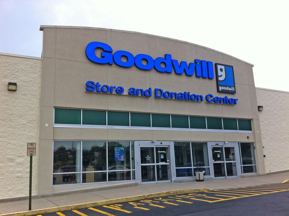 Goodwill Store Donation Center 2365 E Lincoln Hwy