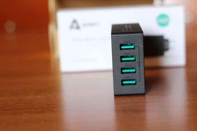 Recensione Aukey Caricabatterie con 4 USB con Tecnologia AIPower 30W 5V e 6A (4)
