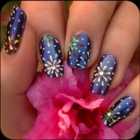 20 Beautiful Holiday Nail Art Ideas - YusraBlog.com