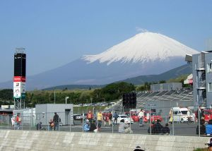 800px-Fuji_Speedway_with_Mount_Fuji