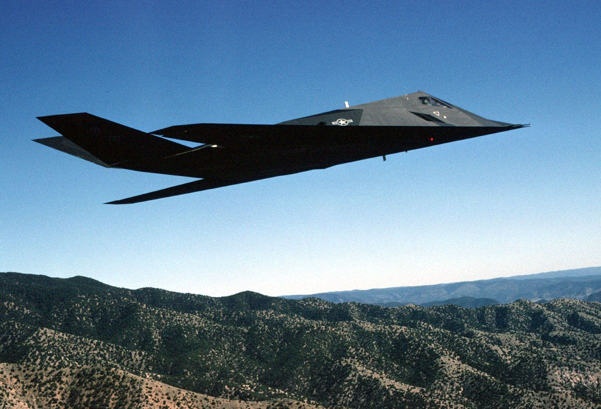 Car In Desert Hd Wallpaper Lockheed F 117 Nighthawk Z Car