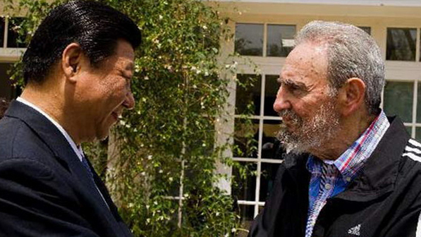 Xi Jinping, que está llamado a ser el próximo Presidente de China, saluda a Fidel Castro.