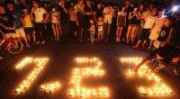 """<p>El accidente de tren del pasado sábado, que se ha cobrado la vida de 39 personas, sigue dando mucho de que hablar en China. Aunque ya hemos hablado de este tema en <a href=""""http://www.zaichina.net/2011/07/28/polemico-accidente-de-tren-en-china-ii/"""">dos</a> <a href=""""http://www.zaichina.net/2011/07/25/polemico-accidente-de-tren-en-china/"""">ocasiones</a>, hay una pregunta a la que todavía no hemos contestado: ¿Por qué está la gente tan cabreada? ¿Por qué los chinos han convertido esta historia en una de las más importantes del 2011? ¿Qué es lo que tiene este accidente para alcanzar una dimensión mediática de estas características?</p>"""