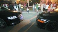 """<p>El pasado 6 de septiembre, después de un muy pequeño problema de tráfico a la entrada de una de las urbanizaciones de Pekín, dos jóvenes salieron de sus coches (un BMW y un Audi) y comenzaron a golpear a la pareja que estaba en el vehículo de enfrente. Durante los tres minutos que duró la paliza, los jóvenes no dejaron de repetir la frase """"¡¿Quién se atreve a llamar al 110?!"""" (谁敢打110!), en referencia al teléfono de emergencias de la capital de China. La historia ha saltado a todas las portadas de los periódicos del país después de descubrirse que uno de los agresores era un joven de 15 años, sin carnet de conducir, que conducía un BMW sin matrícula y además era el hijo del famoso cantante Li Shuangjiang (李双江).</p>"""