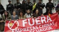"""<p>Unos pocos miles de manifestantes llegaron el pasado 22 de marzo al centro de Quito, Ecuador, para protestar contra la megaminería a cielo abierto. La marcha, organizada por la Confederación de Nacionalidades Indígenas de Ecuador (CONAIE), partió el 8 de marzo, a 700 kilómetros de distancia de la capital. Pero la protesta había comenzado el día 5, cuando un grupo de ocho mujeres fue detenido por la policía tras desplegar un cartel con la leyenda: """"Fuera las empresas chinas de Ecuador"""", precisamente en la puerta de la embajada china. <strong>Por Yuri Doudchitzky</strong>.</p>"""