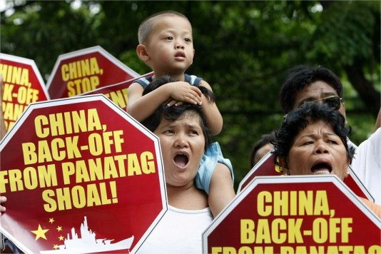 Filipinos se manifestan en Manila contra China