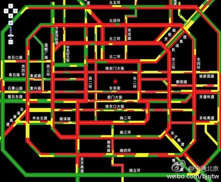 Situación del tráfico a las 16:59 horas. Debido a las lluvias, Pekín estuvo congestionada durante gran parte de la tarde del 25 de septiembre. Aquí se puede ver como el verde de por la mañana se ha transformado en rojo por la tarde.
