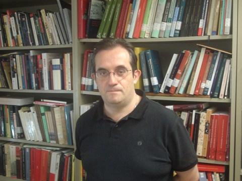Manel Ollé, en su despacho de la Universidad Pompeu Fabra de Barcelona.