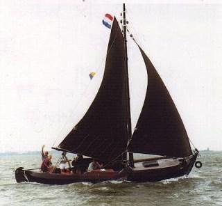 zeilen op IJsselmeer of Waddenzee met de vollenhoofse bol RD 23 vanuit Spakenburg