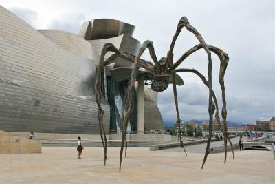 Tommy Pützstück, Skulptur Mama von Louise Bourgeois vor Museum Guggenheim in Bilbao 2013