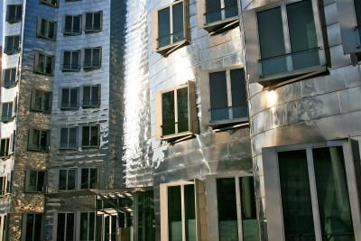 Tommy Pützstück, Spiegelung  Frank Gehry Häuser im Medienhafen Düsseldorf