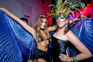 2016_02_09_mardi_gras-87-Juliana Martins e Julia Garcia