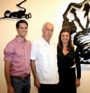 _46Q9852-Carlos Vergara entre seu filhos Joao e Ines Vergara