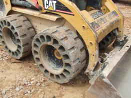 Crocodile Airless Tyres on a Caterpillar Skid Steer Loader
