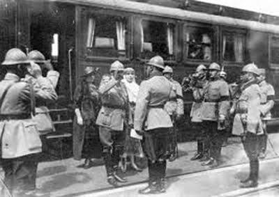 Regele Ferdinand I primește raportul generalului Traian Moșoiu în localitatea Careii Mari