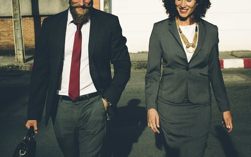 How to Dress for a Job Interview - Zippia