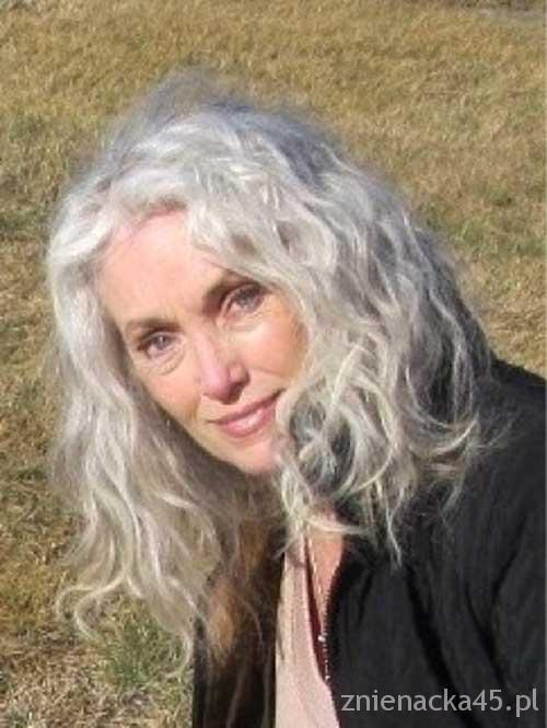 fryzura-dla-kobiety-po-50-tce-8b