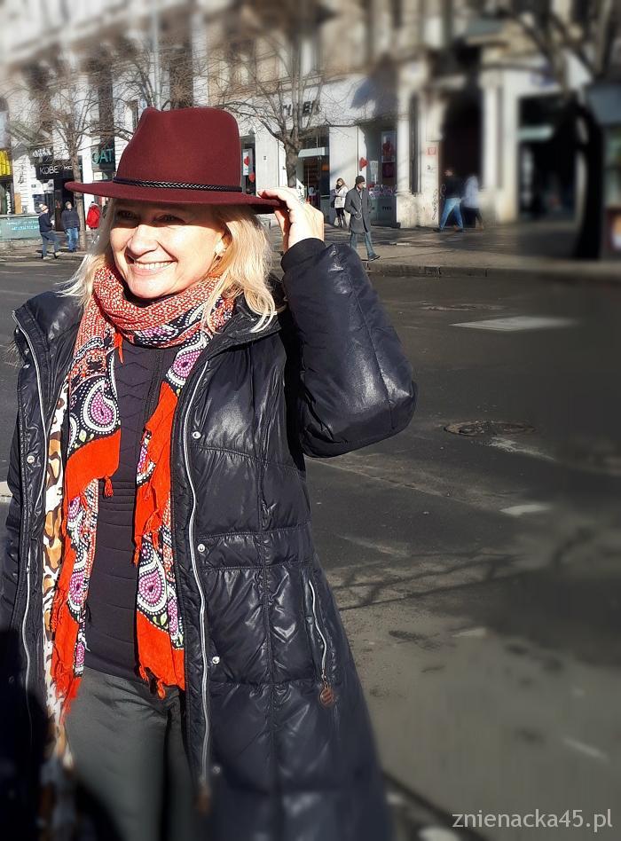 bordowy-kapelusz-3a
