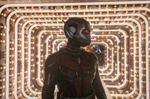 Ant-man in quantum lights