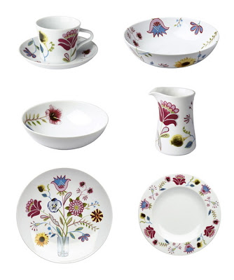 skandynawski-styl-porcelana-biała-w-kolorowe-ludowe-wzory