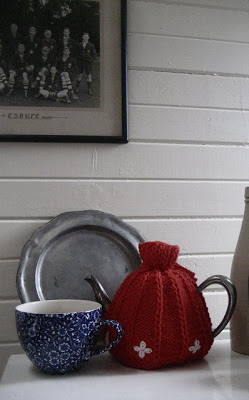 tea-cosy-revolutiontara