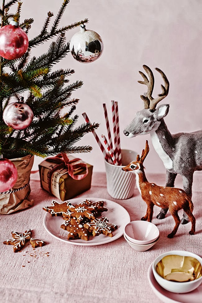 Świtączna dekoracja z jelonkami i pierniczkami