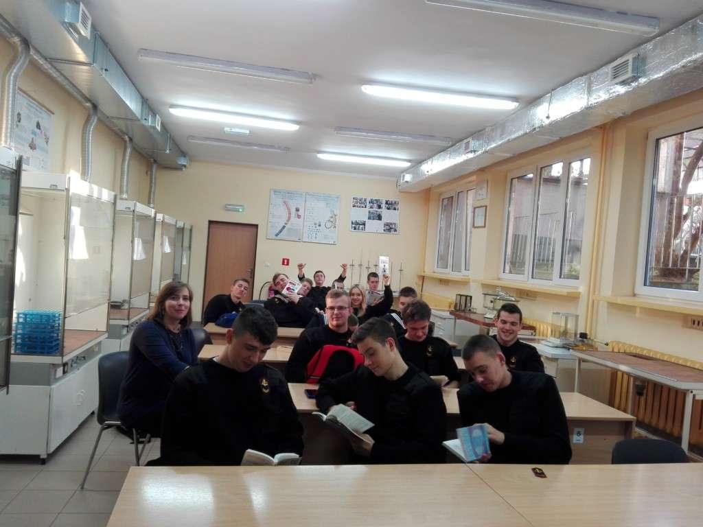 """NPRCz: Projekt """"Wychowanie przez czytanie"""" w klasie 2Tm"""