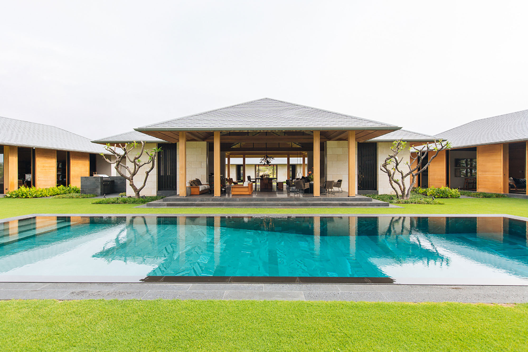 Moderne Terrassengestaltung Mit Pool Paradise Found A Minimal Modern Home In Hawaii Home Tour
