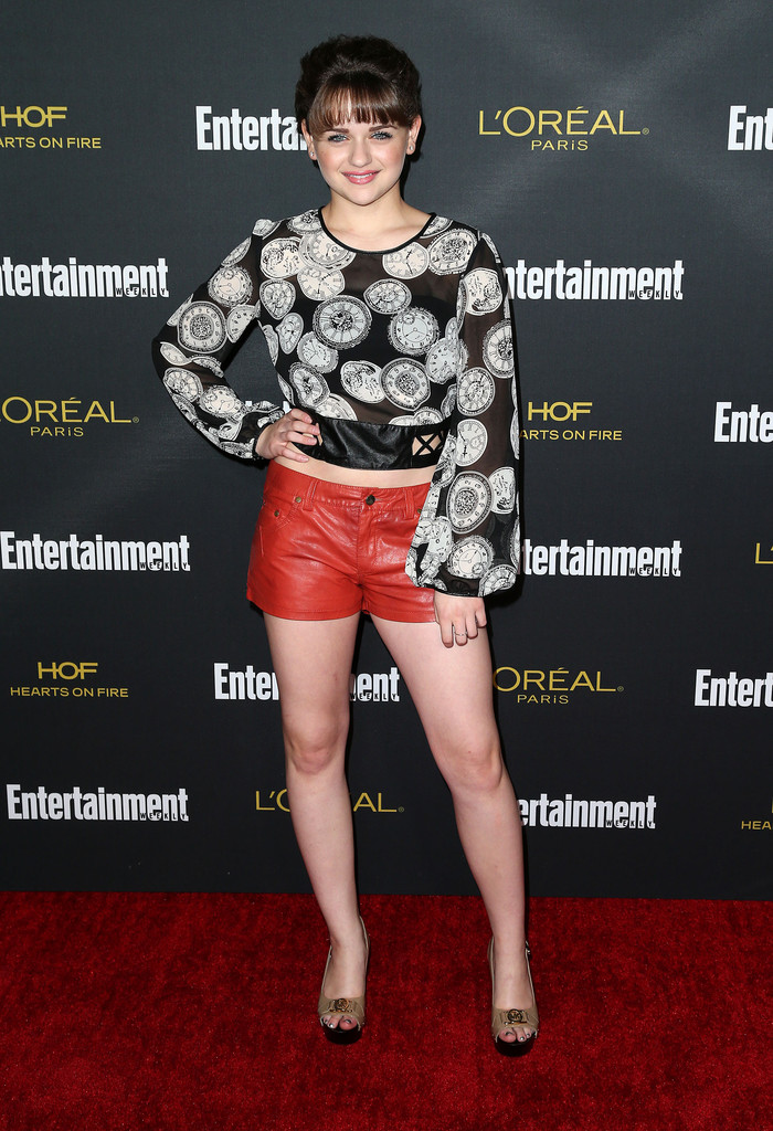 Black Hairstyles With Short Hair Joey King Short Shorts Looks Stylebistro
