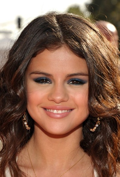 Selena Gomez Bright Eyeshadow - Selena Gomez Beauty Looks - StyleBistro