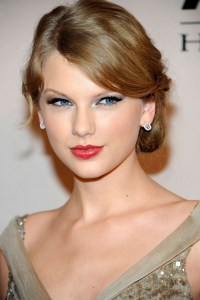 Taylor Swift Bobby Pinned Updo - Taylor Swift Hair Looks ...