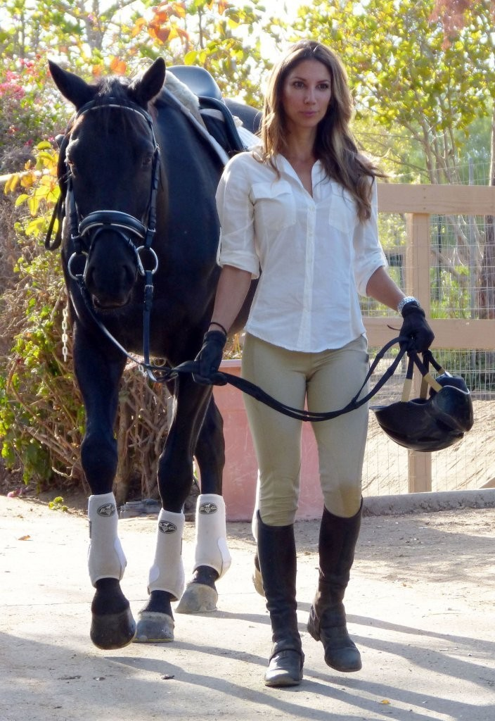 Beautiful Girl Wallpaper Brunette Leilani Dowding In Leilani Dowding Riding Her New Horse