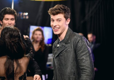 Shawn Mendes Photos Photos - People's Choice Awards 2016 - Backstage and Audience - Zimbio