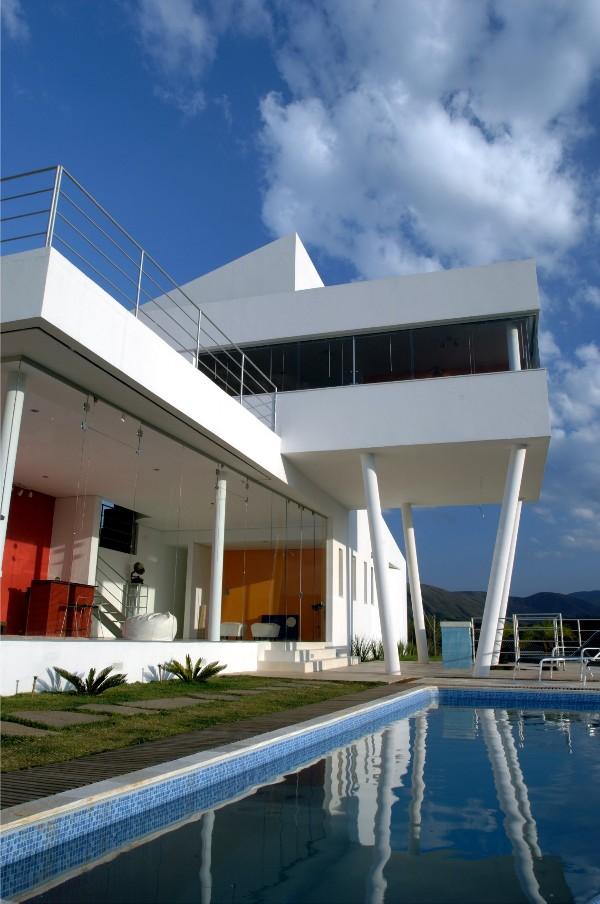 Frontal Facade of House EP in Nova Lima