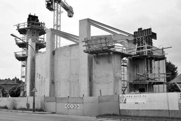 Construction work (Images Courtesy Ákos Boczkó)