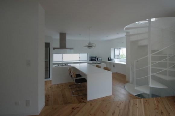Dining Table (Image Courtesy LEVEL Architects)