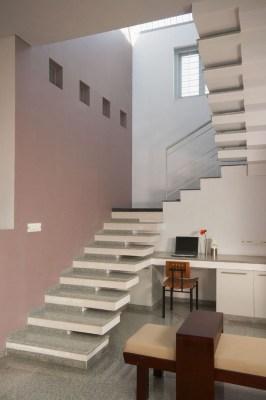 Staircase (Image Courtesy LIJO RENY architects)